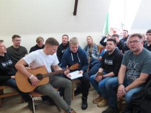 """""""Nowe horyzonty"""" – spotkanie z młodzieżową grupą #Bóg Naszą Siłą"""